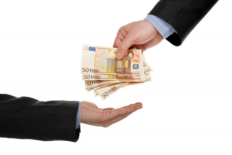 Waarom Moet Je Goed Kijken Naar De Kleine Lettertjes Als Je Wil Beginnen Met Snel Geld Lenen? Lees Het Hier Door!